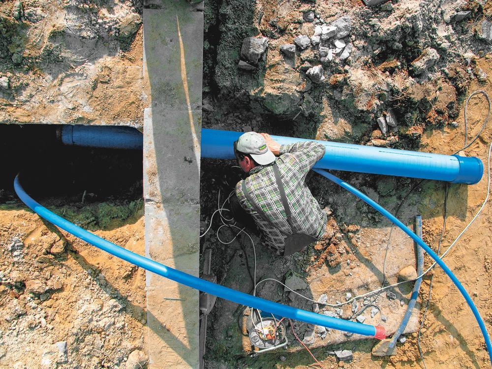 jak-podlaczyc-dom-do-sieci-wodociagowej-i-kanalizacyjnej.jpeg