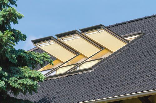 Okna dachowe z przesłonami