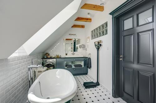 Nowa łazienka pod skośnym dachem