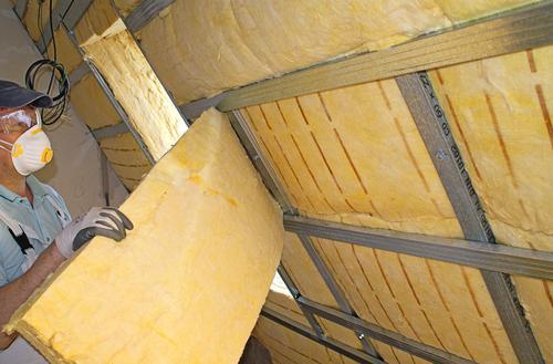 Jak i czym ocieplić dach skośny?