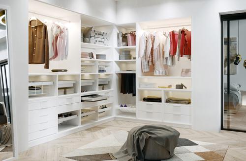 Domowe stoisko odzieżowe