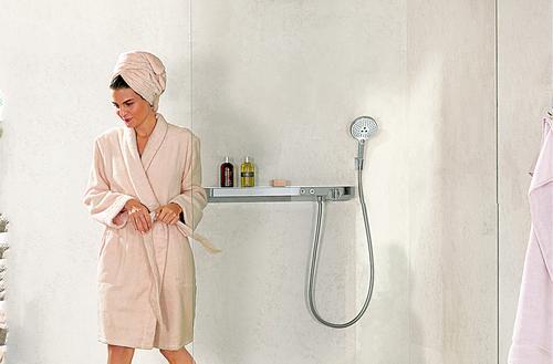Kąpiel w strugach wody