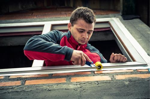 Montaż okien na pianę