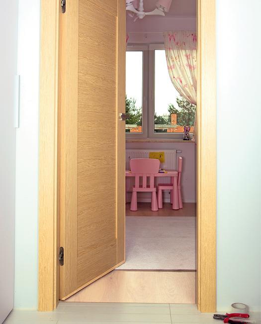 Montaż drzwi wewnętrznych na pianę