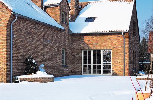 Okna dachowe zimą